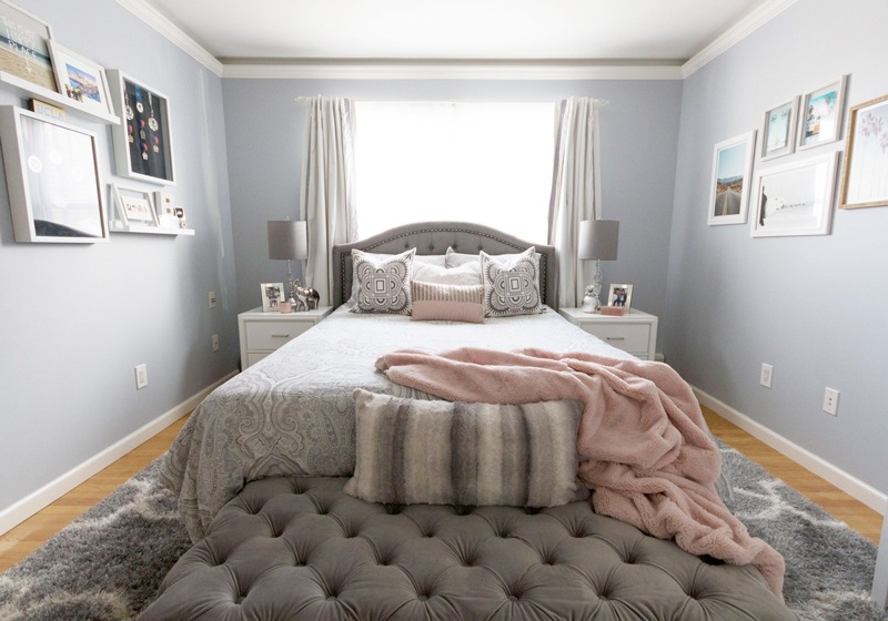 gray-teen-master-bedroom-with-gallery-wall-art-800x560