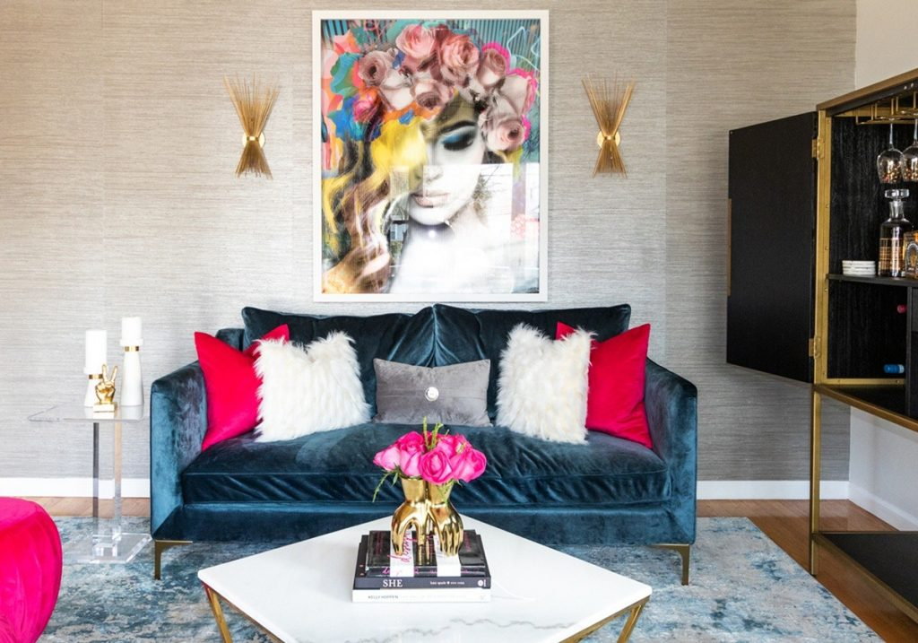 living-room-with-pink-roses-and-blue-velvet-sofa-gold-sconce-1200x840