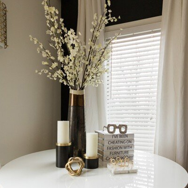 white-table-styled-with-home-decor