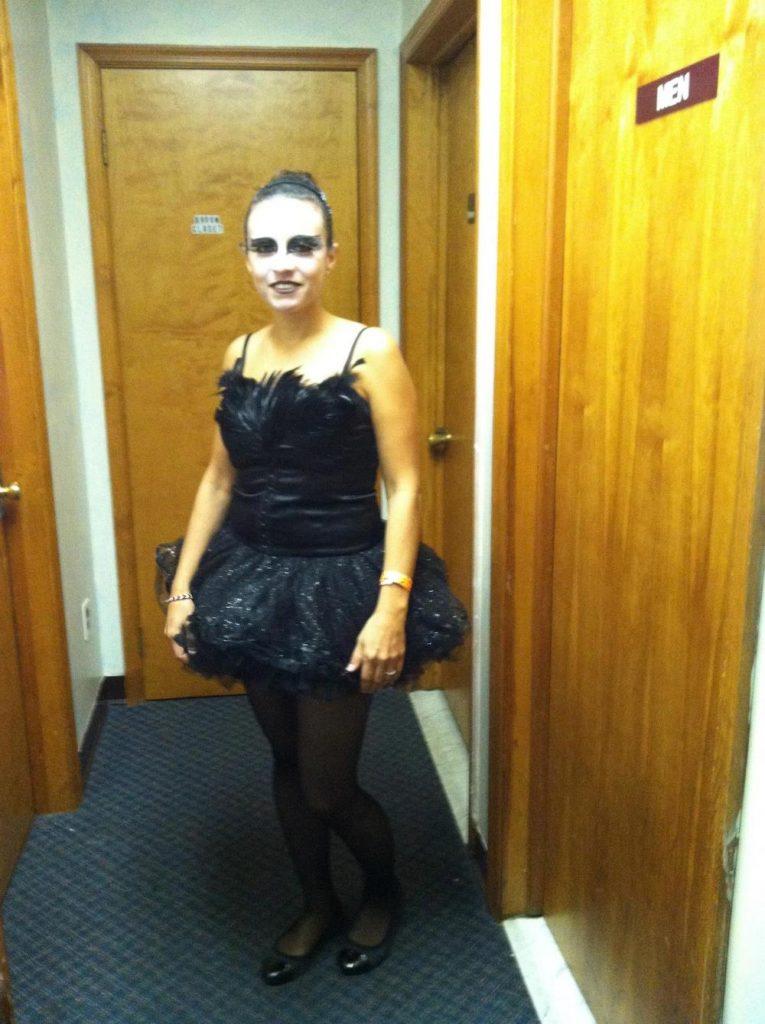 diy-black-swan-halloween-costume