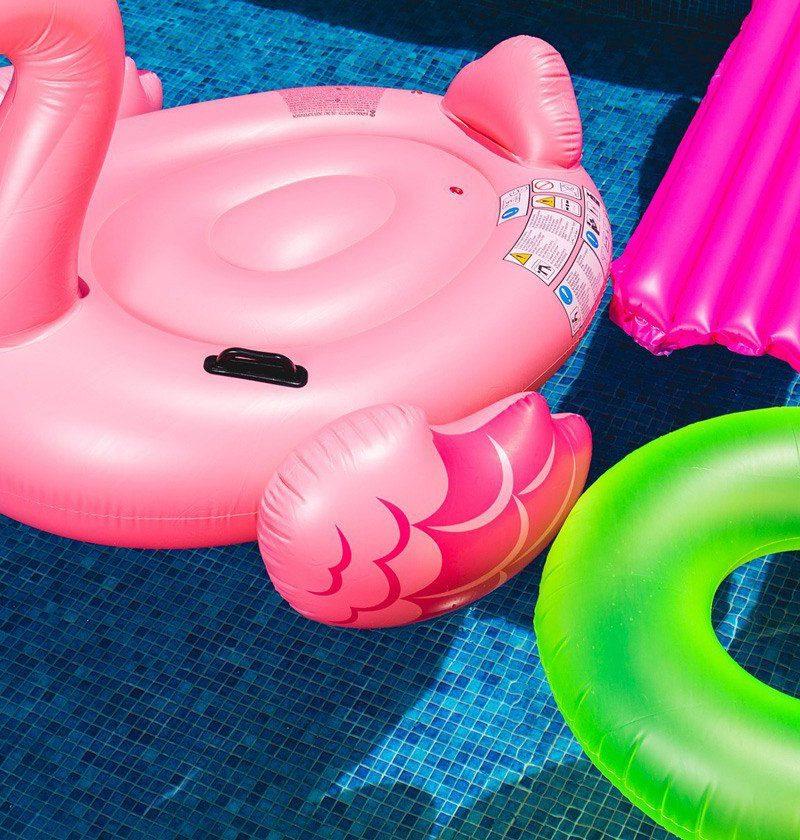 awesome-pool-floats-pink-flamingo