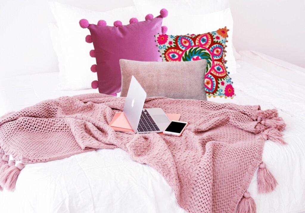 white-bedding-with-boho-pillows