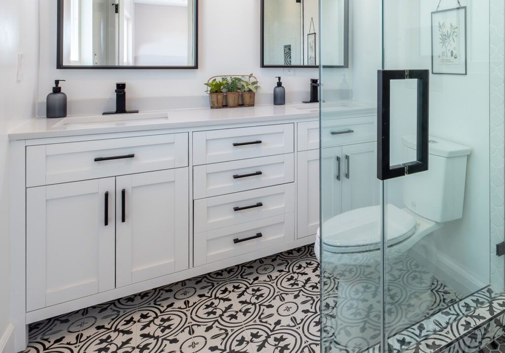 black-and-white-bathroom-design