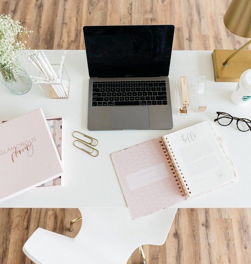 17 Feminine Office Desk Ideas For Your Cloffice